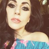 Gaga - Gorgeous Selfie